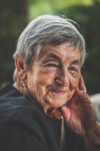 portrait-portrait-old-joy-vintage-smiling-face-face-smile-smile-lady-birthday-happy-happy-nikon-vsco_t20_Po909R